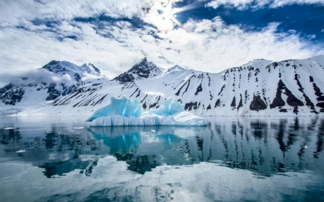 N20-03-22-Melting-Antarctica