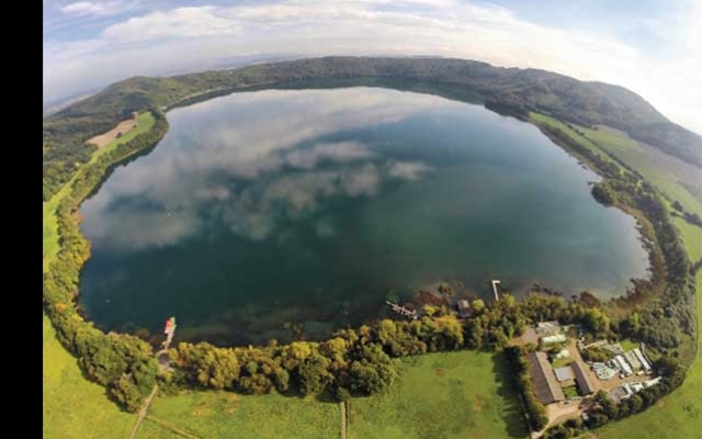 N20-08-02-RR-Europe-volcano-LaacherSee-crater